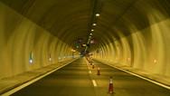 Δυτική Ελλάδα: Εγκλωβίστηκαν αυτοκίνητα στο τούνελ της Κλόκοβας (vids)