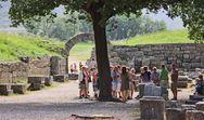 O Ερυθρός Σταυρός έστειλε νεράκι για τους διψασμένους τουρίστες της Αρχαίας Ολυμπίας