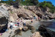 Συναγερμός στον Πόρτο Ράφτη: Κλειστή παραλία λόγω επικίνδυνου βράχου