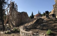 Ανοιχτή στο κοινό η Μονή Δαφνίου παρά τις ζημιές από τον σεισμό