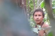 Κατέγραψαν σε κοντινό βίντεο μέλος φυλής του Αμαζονίου