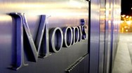 Moody's: Οι δεσμεύσεις της κυβέρνησης αυξάνουν τις προοπτικές ανάπτυξης