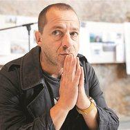 """Δ. Λιγνάδης: """"Το θέατρο έχει τη δυνατότητα να επουλώσει τις πληγές από την ανεπάρκεια της σημερινής παιδείας"""""""