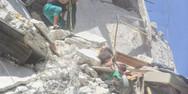 Συρία - 5χρονη θαμμένη στα συντρίμμια, προσπαθεί να σώσει την 7 μηνών αδερφή της (video)