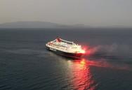 Χίος - Ο εντυπωσιακός χαιρετισμός του «Νήσος Σάμος» στην Αγία Παρασκευή Καστέλλου (video)
