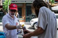 Ο Ελληνικός Ερυθρός Σταυρός δίπλα στους πολίτες που πλήττονται από τον καύσωνα