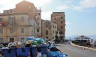 Κέρκυρα: Τα σκουπίδια «πνίγουν» το πανέμορφο νησί