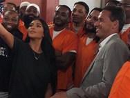 Kim Kardashian - Selfies με... φυλακισμένους (φωτο)