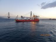 Το πλοίο που αγκυροβόλησε στο στενό του Ρίου - Αντιρρίου και προκάλεσε ερωτηματικά (video)