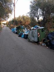 Αιγιάλεια: Στο Λόγγο μάζεψαν τα σκουπίδια του πάρκινγκ - Τα υπόλοιπα τα άφησαν έτσι!