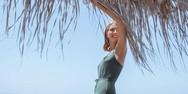 Η Μαρία Ηλιάκη ποζάρει topless! (φωτο)