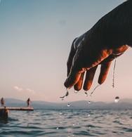 Η πιο καλοκαιρινή φωτογραφία του 2019 - Το χέρι που 'στάζει' θάλασσα