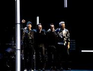 Διακοπές στην Ελλάδα για τον κιθαρίστα των U2 (φωτο)