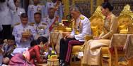 Ο βασιλιάς της Ταϊλάνδης παρουσίασε στον λαό την ερωμένη του (video)