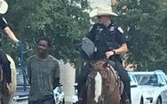 ΗΠΑ: Έφιπποι αστυνομικοί τραβούν με σκοινί μαύρο συλληφθέντα (φωτο)