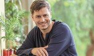 Αλέξανδρος Μπουρδούμης: 'Πετάω πια πολλά «πρέπει» από τη ζωή μου'