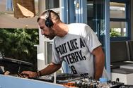 """H γεμάτη παραλία της Καλόγριας, """"κουνήθηκε"""" στους ρυθμούς του dj Manolaco! (φωτο)"""