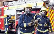 Παραμένουν πυροσβέστες στον Υμηττό για το φόβο αναζωπύρωσης