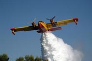 Πυροσβεστικό αεροσκάφος... «βομβάρδισε» αγρότη με νερό