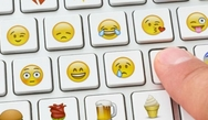 Περισσότερα emojis στο τσατ, φέρνουν πιο πολλά ραντεβού και περισσότερο σεξ