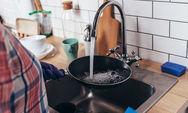 Το κόλπο για να καθαρίσετε πανεύκολα ένα καμένο τηγάνι (video)