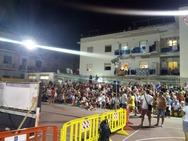 Οι φάροι άναψαν στη Μεσόγειο για τον Καραγκιόζη της Πάτρας! (pics+vids)