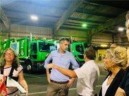 Ο Κώστας Μπακογιάννης με την ομάδα καθαριότητας του Παρισιού (φωτο)