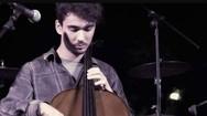 Το όνομα του είναι Jason Foux και η μουσική για αυτόν είναι 'τελειότητα'! (pics+video)