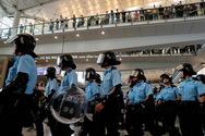 Διαδηλωτές προσπάθησαν να αποκλείσουν την πρόσβαση στο αεροδρόμιο του Χονγκ Κονγκ
