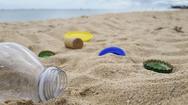 Γεμάτες πλαστικά και γυαλιά οι παραλίες Ψαθοπύργου, Ακράτας, Ναυπάκτου, Ιτέας