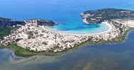 Το άγνωστο παραδεισένιο ελληνικό νησί με το αποτρόπαιο όνομα (video)