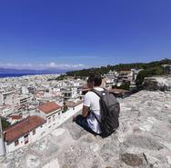 Οι τουρίστες που έρχονται στην Πάτρα έχουν αγαπήσει την άνω πόλη
