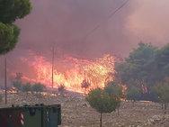 Ζάκυνθος - Στις φλόγες έχουν τυλιχθεί δύο κατοικίες
