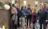 Η στιγμή που μπαλάκι του τένις χτυπά τη Νίκολα Στέρτζον στο κεφάλι (video)