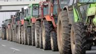 Λάρισα - Αγρότες βγάζουν τα τρακτέρ στο δρόμο