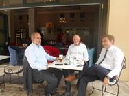 Ο Γιώργος Παπανδρέου για καφεδάκι στον πεζόδρομο της Ρήγα Φεραίου