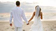 Ζευγάρι ψάχνει γυμνούς σερβιτόρους για τον γάμο του