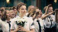'Μη χαμηλώνεις το βλέμμα' - Μια ταινία που ρίχνει φως στην τρέλα και την τραγωδία του 20ουαιώνα!