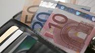 Οι Έλληνες ξοδεύουν πάνω από 1.400 ευρώ το μήνα για διατροφή και στέγαση