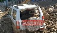 Η λάσπη έθαψε αυτοκίνητα στην Κεφαλονιά (video)