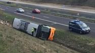 Ένας νεκρός και 17 τραυματίες έπειτα από την ανατροπή λεωφορείου στη Γαλλία (φωτο)