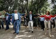 Πατούλης & Ασημακοπούλου χόρεψαν σε ηπειρώτικο γλέντι! (φωτο)