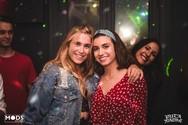 """Φωσφορίζοντας στο """"Glow party"""" του Puta Madre! (φωτο)"""