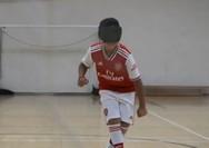 Τυφλό αγόρι ξεχωρίζει για το ταλέντο του στο ποδόσφαιρο (video)