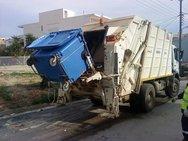 Πάτρα: Μαζεύουν μαζί τα σκουπίδια από τους πράσινους και τους μπλε κάδους