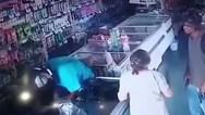 Ένοπλος ληστής φίλησε ηλικιωμένη που ήθελε να του δώσει τα χρήματά της (video)