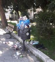 Πάτρα: Τα σκουπίδια ξεχείλισαν από τα καλάθια και τους κάδους (φωτο)