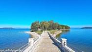 Το γραφικό νησάκι της Κουκουμίτσας, που απέχει από την Πάτρα, λιγότερο από 2 ώρες (video)