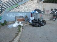 Πάτρα - 'Λόφοι' από σκουπίδια στους κάδους λόγω της απεργίας (φωτό)