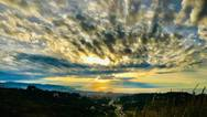 Η στιγμή που τα σύννεφα κάνουν... παρέα στον Πατραϊκό κόλπο